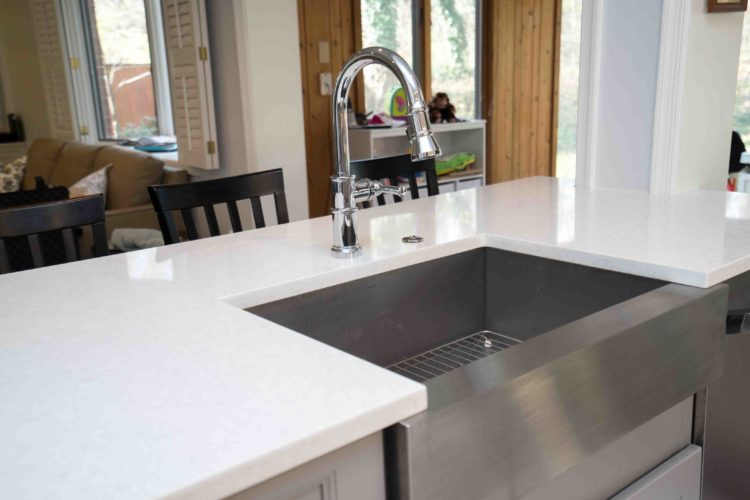 Three Ways Quartz Countertops Help You Keep Your Kitchen Clean