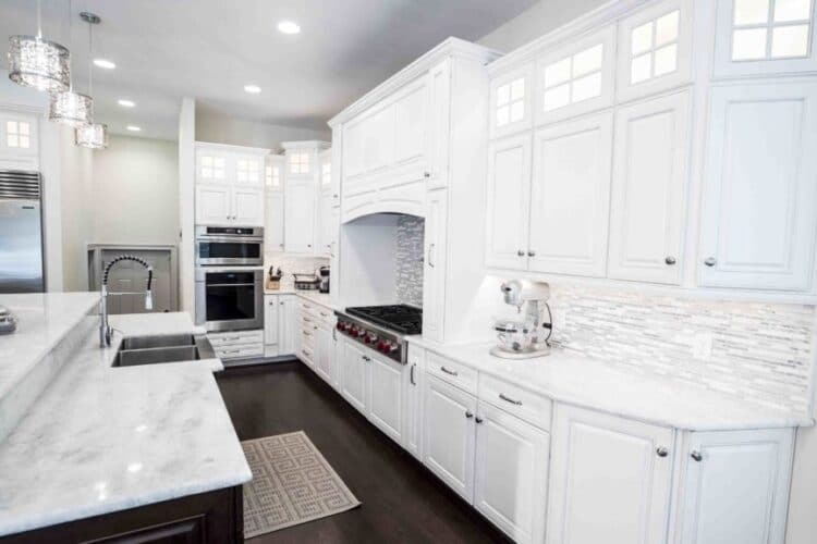 Solid Surface vs Quartz Countertop: Which one Should You Choose?